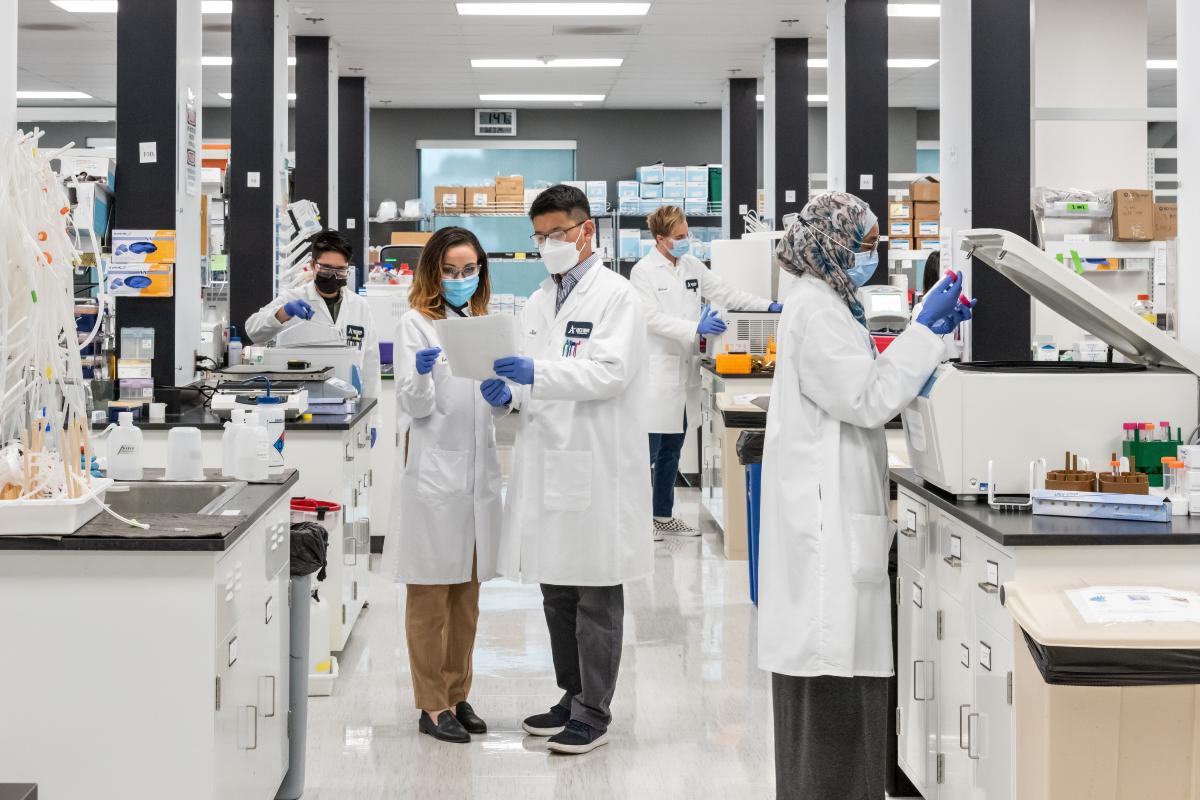 Đại sứ Phạm Quang Vinh: Đằng sau chuyến thăm lần đầu của một Phó Tổng thống Mỹ và kỳ vọng Việt Nam thành 'hub' sản xuất vaccine khu vực - Ảnh 7.