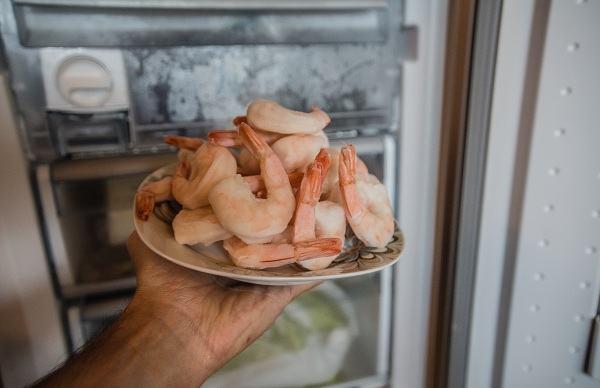 4 thủ phạm hại gan ẩn nấp trong tủ lạnh nhà bạn, đừng vì tiếc rẻ mà tự rước bệnh vào người, nguy cơ ung thư gan cận kề - Ảnh 2.