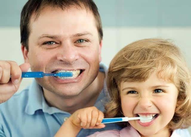 Nên đánh răng trước hay sau khi ăn sáng: Sai lầm hơn 80% người mắc phải, bạn có đang vệ sinh răng miệng đúng cách? - Ảnh 3.