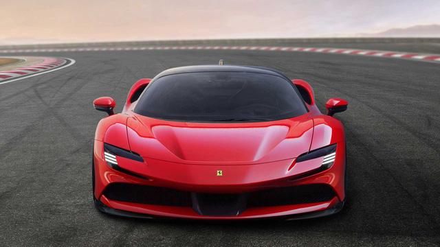 Với 1 tuần lương ở MU, Ronaldo có thể mua đủ loại siêu xe Ferrari, Lamborghini hoặc xế sang Rolls-Royce đã lăn bánh ở Việt Nam - Ảnh 10.