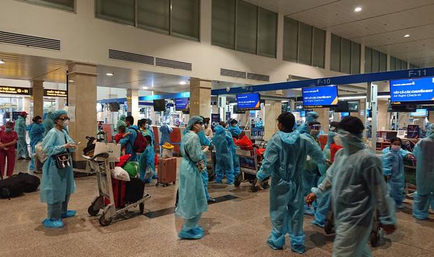 Người đàn ông chi 400 triệu bao trọn 2 máy bay đưa 372 người Quảng Nam ở TP.HCM về quê tránh dịch là ai? - Ảnh 1.