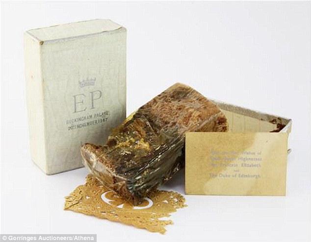Điều ít biết về chiếc bánh cưới của Nữ hoàng Anh, ẩn chứa bí quyết đặc biệt sau 68 năm vẫn ăn được như thường  - Ảnh 4.
