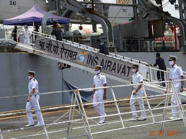 Chiến hạm Ấn Độ mang 300 máy tạo oxy và 100 tấn oxy hóa lỏng hỗ trợ Việt Nam chống dịch Covid-19 - Ảnh 1.