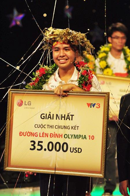 Nhà vô địch Olympia năm thứ 10 bất ngờ xuất hiện cùng cô giáo Vật lý từng gây bão, tiết lộ sự nghiệp siêu thành công, gây tò mò nhất là dự định về Việt Nam - Ảnh 2.