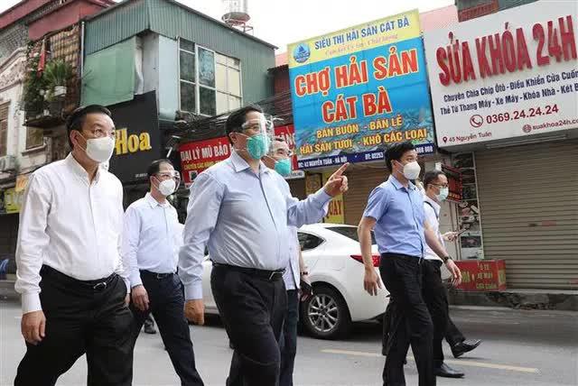 Thủ tướng bất ngờ đi kiểm tra ổ dịch lớn nhất Hà Nội phát hiện Sở chỉ huy không người trực, phường Thanh Xuân Trung chưa có Bí thư - Ảnh 1.