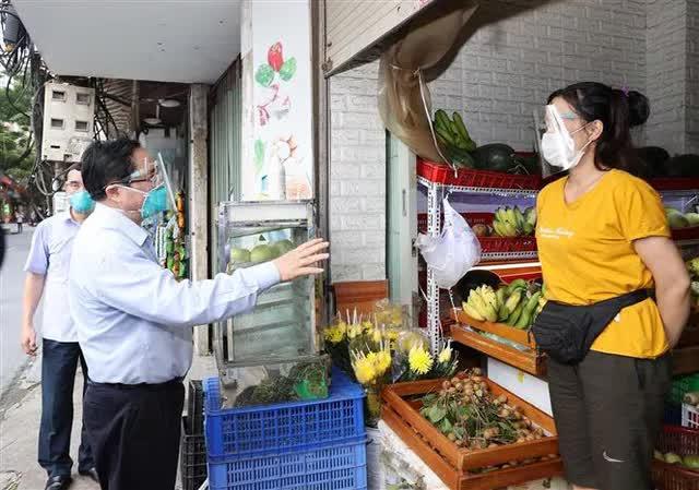 Thủ tướng bất ngờ đi kiểm tra ổ dịch lớn nhất Hà Nội phát hiện Sở chỉ huy không người trực, phường Thanh Xuân Trung chưa có Bí thư - Ảnh 2.