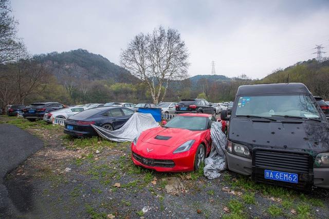Xót xa toàn siêu xe, xe siêu sang tại nghĩa địa ô tô Trung Quốc: Rolls-Royce, Porsche, Corvette vứt cả đống, từ từ mục nát - Ảnh 1.