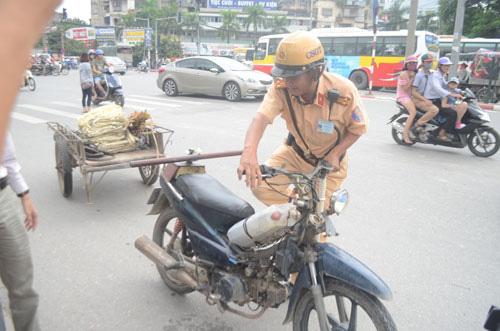 Tới 5.000 xe máy ở Hà Nội sắp được đo kiểm khí thải miễn phí  - Ảnh 1.
