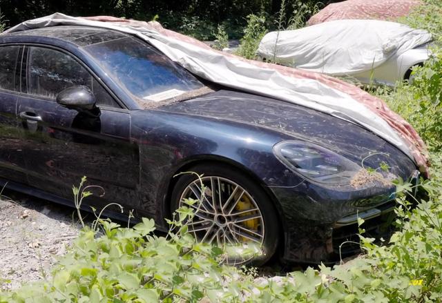 Xót xa toàn siêu xe, xe siêu sang tại nghĩa địa ô tô Trung Quốc: Rolls-Royce, Porsche, Corvette vứt cả đống, từ từ mục nát - Ảnh 3.
