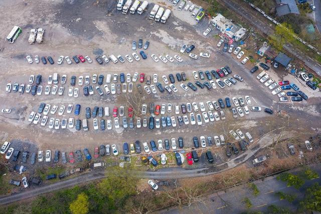 Xót xa toàn siêu xe, xe siêu sang tại nghĩa địa ô tô Trung Quốc: Rolls-Royce, Porsche, Corvette vứt cả đống, từ từ mục nát - Ảnh 7.