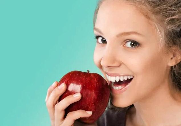 Ăn táo có tốt không? Câu trả lời của là CÓ nếu bạn biết 6 điều CẤM KỴ này và 4 tác dụng phụ khi ăn quá nhiều loại quả này - Ảnh 2.