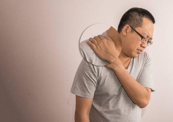 Vai đau nhức không đơn giản là hệ thống cơ xương có vấn đề mà có thể là triệu chứng của 3 loại ung thư nguy hiểm này - Ảnh 2.