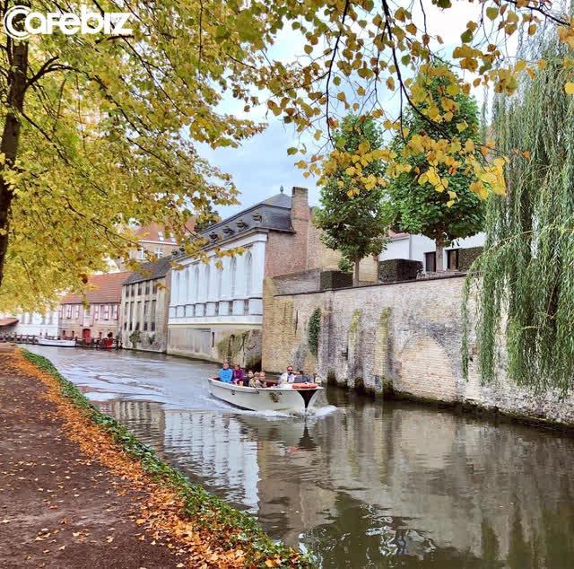Một vòng khám phá Brugge, Bỉ trước Covid-19: Thành phố đẹp như tranh, những con kênh thơ mộng uốn quanh những toà nhà cổ kính - Ảnh 2.