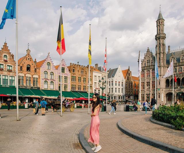 Một vòng khám phá Brugge, Bỉ trước Covid-19: Thành phố đẹp như tranh, những con kênh thơ mộng uốn quanh những toà nhà cổ kính - Ảnh 4.