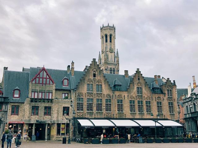 Một vòng khám phá Brugge, Bỉ trước Covid-19: Thành phố đẹp như tranh, những con kênh thơ mộng uốn quanh những toà nhà cổ kính - Ảnh 7.