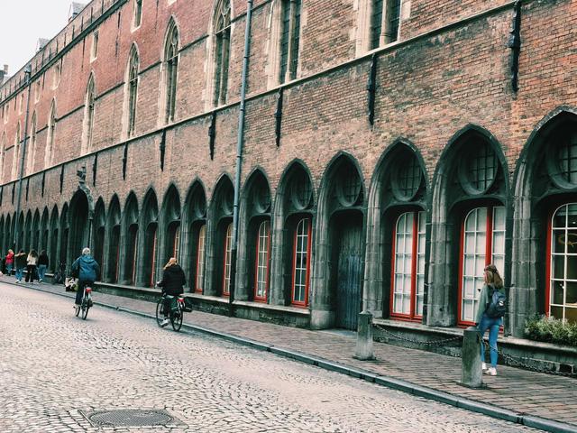 Một vòng khám phá Brugge, Bỉ trước Covid-19: Thành phố đẹp như tranh, những con kênh thơ mộng uốn quanh những toà nhà cổ kính - Ảnh 10.