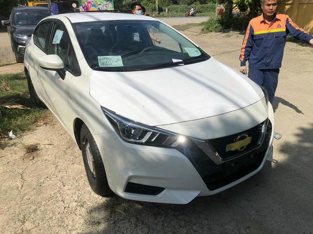 Nissan Almera bản taxi về đại lý: Mâm thép, cắt nhiều option nhưng động cơ mạnh hơn bản full, giá 469 triệu đồng - Ảnh 1.