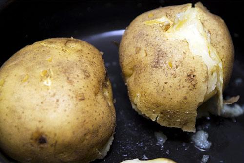 Ở khoai tây có một thứ ai cũng vứt bỏ khi ăn mà không biết nó quý như vàng mười thế này!  - Ảnh 11.