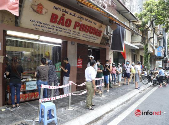 Thị trường bánh Trung thu Hà Nội, nơi xếp hàng dài chờ mua, nơi lại vắng khách - Ảnh 12.