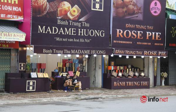 Thị trường bánh Trung thu Hà Nội, nơi xếp hàng dài chờ mua, nơi lại vắng khách - Ảnh 15.