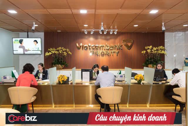 Là khách hàng VIP của Vietcombank như Thuỷ Tiên sẽ được hưởng đặc quyền gì? Điều kiện trở thành VIP như thế nào? - Ảnh 1.