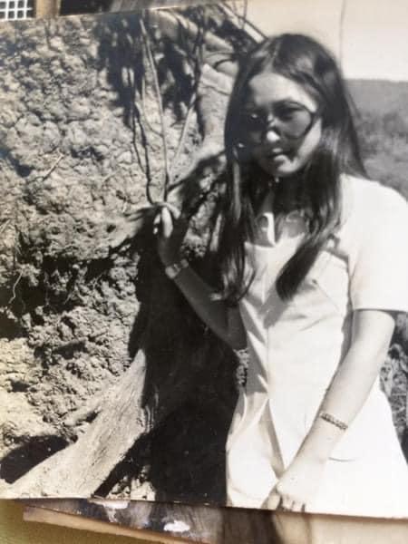 Đám cưới sang-xịn-mịn 46 năm trước của vị giám đốc Sài Gòn và cô nữ sinh Đà Lạt: Tình yêu bị ngăn cản, người đàn ông vượt ải táo bạo đến không ngờ!  - Ảnh 3.