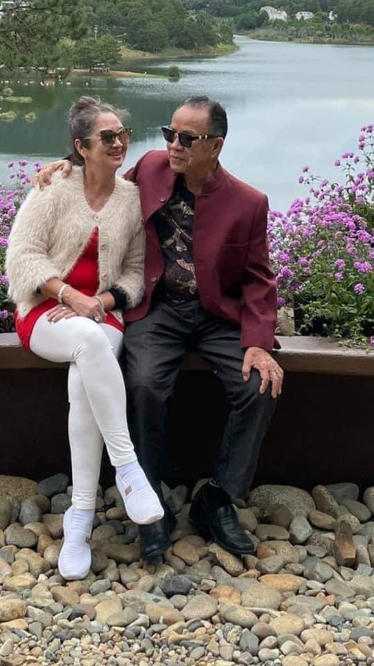 Đám cưới sang-xịn-mịn 46 năm trước của vị giám đốc Sài Gòn và cô nữ sinh Đà Lạt: Tình yêu bị ngăn cản, người đàn ông vượt ải táo bạo đến không ngờ!  - Ảnh 9.