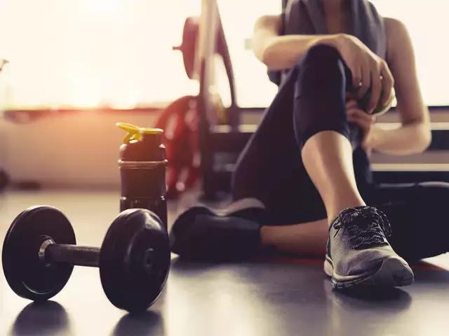 Nhảy dây 1.000 cái/ngày, lợi ích chưa thấy đâu, người phụ nữ 30 tuổi đã gãy xương vì kiệt sức: Những sai lầm khi tập thể dục biến MỒ HÔI trở thành NƯỚC MẮT - Ảnh 2.