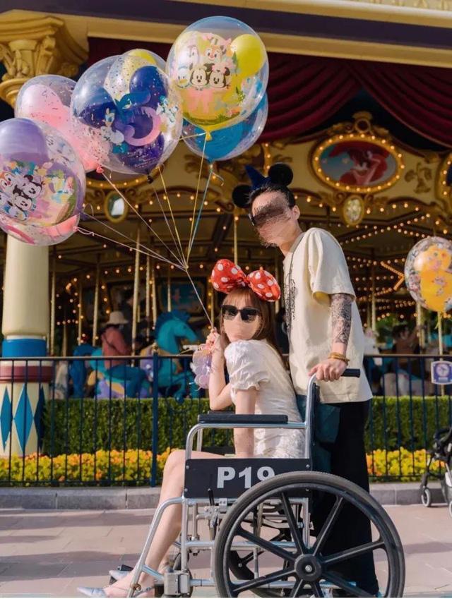 Góc khó hiểu: Giới trẻ Trung Quốc thuê xe lăn ở Disneyland vì... lười đi bộ? - Ảnh 4.