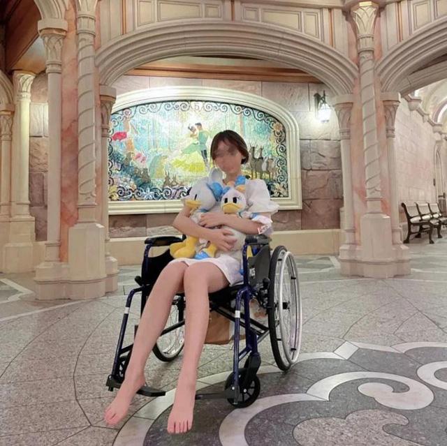 Góc khó hiểu: Giới trẻ Trung Quốc thuê xe lăn ở Disneyland vì... lười đi bộ? - Ảnh 5.