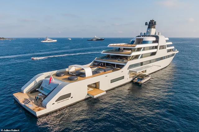 Chiêm ngưỡng siêu du thuyền của ông chủ Chelsea: Giá bằng... hơn 1.200 chiếc Lamborghini Aventador, không khác khách sạn 5 sao trên biển - Ảnh 2.