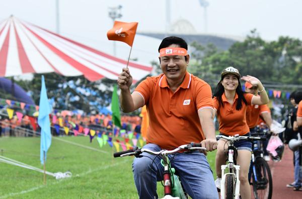 Từ tuổi thơ nghèo khó và xa cha mẹ của chính mình, chủ tịch FPT Trương Gia Bình mở trường nuôi dạy 1.000 trẻ mồ côi do COVID-19 - Ảnh 5.