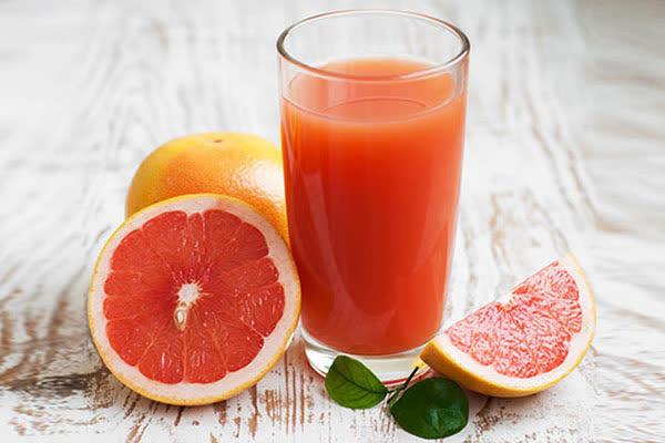 5 nhóm người kỵ với trái bưởi, tuyệt đối không nên ăn, bác sĩ nhấn mạnh: Bưởi rất tốt nhưng ăn sai cách có thể gây tử vong - Ảnh 2.