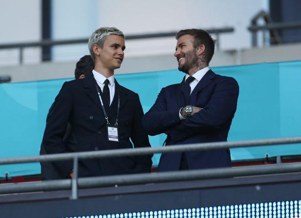 Con trai David Beckham chính thức debut trên sân cỏ, thế giới chúc mừng cựu tuyển thủ Anh cuối cùng cũng có người kế thừa sự nghiệp - Ảnh 1.