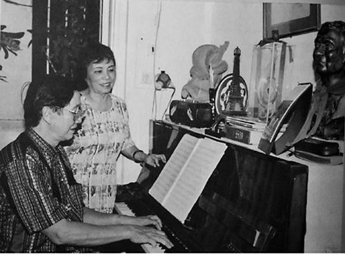 Món ăn bất hủ 65 năm đẫm vị Trung thu của nhạc sĩ Phạm Tuyên và cô con gái út gián tiếp nối nghiệp cha khởi đầu từ chương trình Những bông hoa nhỏ - Ảnh 2.