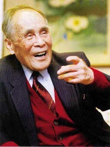 Cụ ông 96 tuổi hiến toàn bộ tài sản 700.000 tỷ đồng cho đất nước, không để lại một xu cho đời sau, con trai phải đi lái xe kiếm sống  - Ảnh 2.