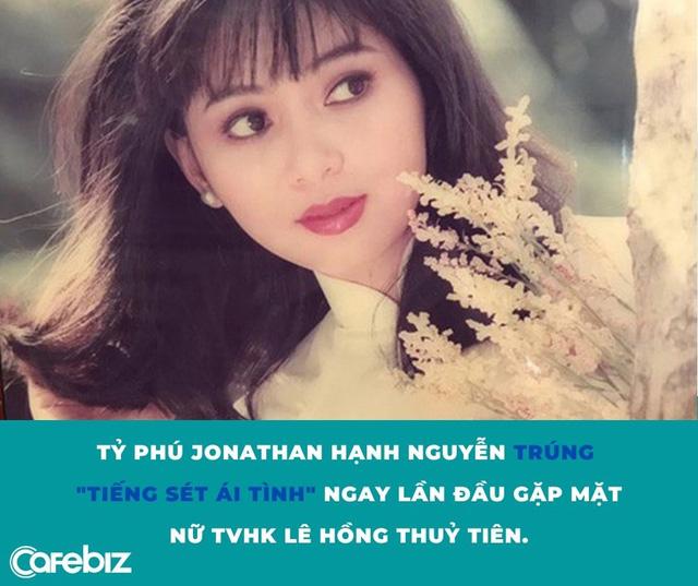 Si tình như tỷ phú Johnathan Hạnh Nguyễn: Trúng tiếng sét ái tình với nữ TVHK kém 19 tuổi, ráo riết đi mọi chuyến bay của vợ - Ảnh 1.