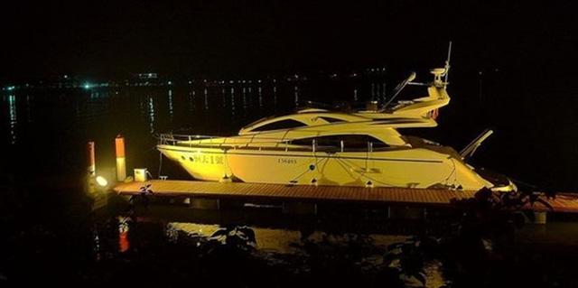 Gia tài di chuyển của tỷ phú khủng hoảng Evergrande: Có đủ Rolls-Royce, máy bay riêng, siêu du thuyền, nhưng gắn bó với cả xe bình dân - Ảnh 9.