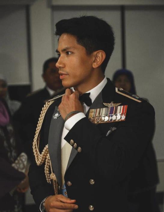 """Hoàng tử điển trai nhất Brunei - người thừa kế 20 tỷ USD """"cực phẩm"""" từ đầu đến chân từng làm MXH náo loạn giờ có cuộc sống thế nào? - Ảnh 9."""