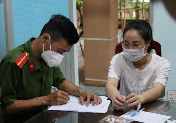 Khởi tố nữ nhân viên chiếm đoạt gần 10kg vàng của chủ tiệm ở Bình Phước - Ảnh 1.