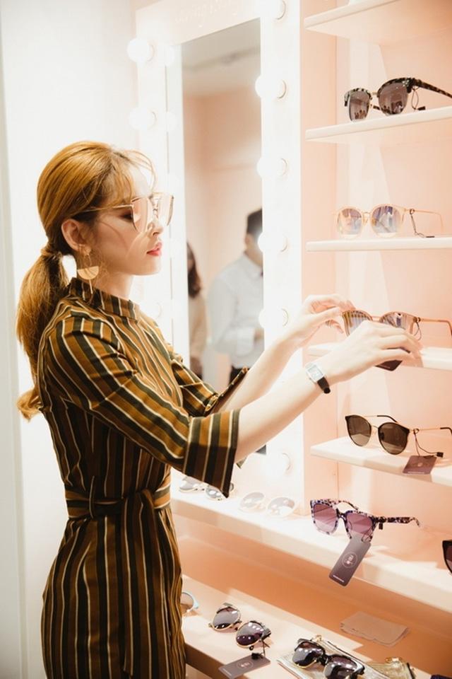 Chi Pu 28 tuổi: Ở villa bạc tỷ có view trung tâm thành phố, mạnh tay chi 10 tỷ đồng cho 1 bộ trang sức, đồ hiệu dát đầy người - Ảnh 5.