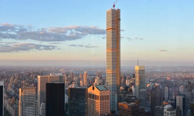 Cư dân siêu giàu trong tòa nhà chọc trời ở New York khốn khổ gửi đơn kiện vì ngập nước, cháy nổ - Ảnh 1.