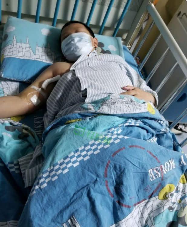 Cậu bé mới 12 tuổi đã bị tai biến mạch máu não, bác sĩ cảnh báo 6 thói quen phổ biến ở người trẻ là nguyên nhân chính - Ảnh 1.