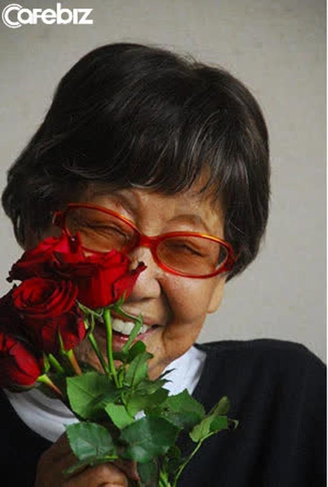 Cuộc sống căng tràn tươi mới của cụ bà lạ lùng nhất Nhật Bản: 71 tuổi đi làm, 96 tuổi thất tình, 100 tuổi đoạt giải thưởng vang dội - Ảnh 3.