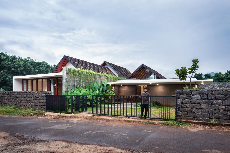 Ngôi nhà cấp 4 ở ngoại ô nhìn đâu cũng thấy màu xanh yên bình - Ảnh 1.