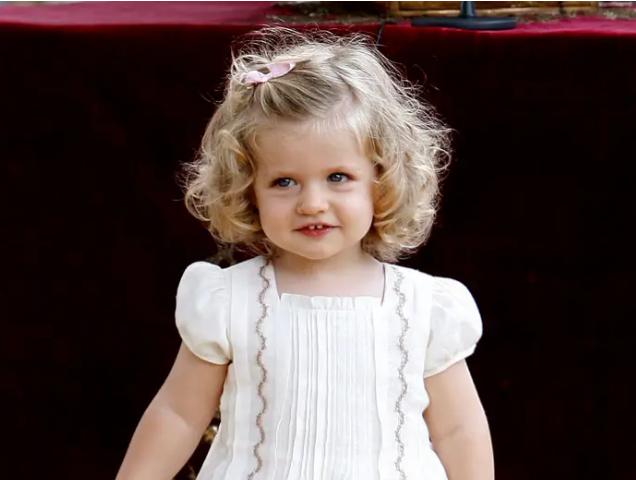 Nàng công chúa HOT nhất hiện nay: 15 tuổi đã nắm trong tay vận mệnh của đất nước, đánh bại con gái nhà Công nương Kate - Ảnh 3.
