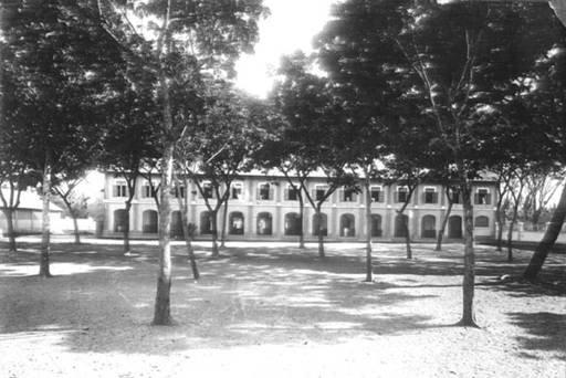 Trường THPT gây trụy tim vì đẹp như tranh: Những dãy nhà vàng lung linh dưới nắng, đứng ngắm 1 lúc mà dịu cả tâm hồn - Ảnh 5.