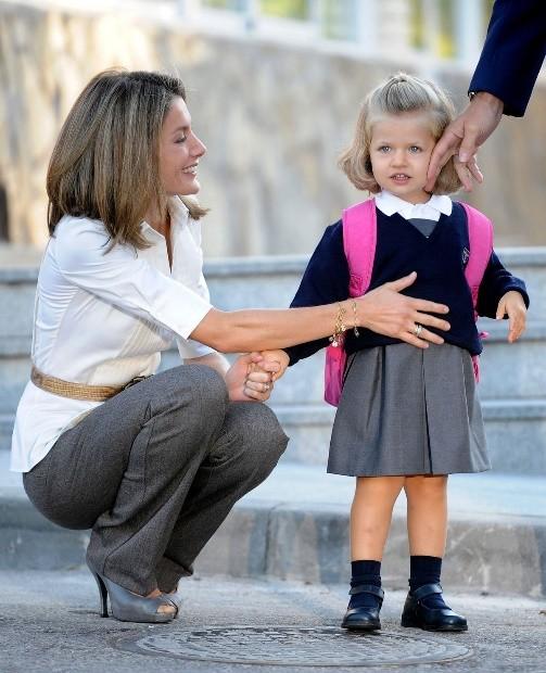 """Chuyện về nàng công chúa Tây Ban Nha: Vừa ra đời đã là """"cứu tinh"""" của hoàng tộc, 13 tuổi được in hình lên đồng xu, là nữ vương tương lai nhỏ tuổi nhất châu Âu - Ảnh 2."""