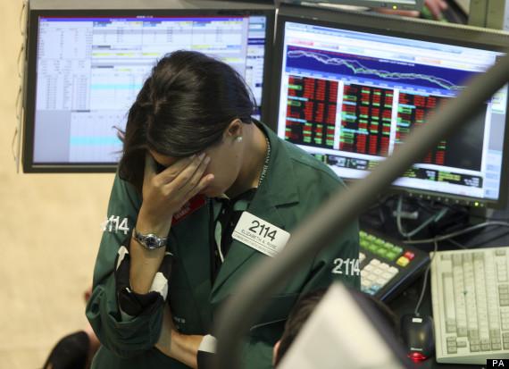 Một nhân viên giao dịch mang màu áo của Lehman Brothers trong ngày ngân hàng tuyên bố phá sản. Ảnh PA.