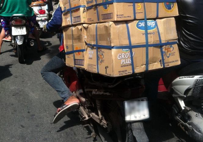"""Những chiếc xe """"rác"""" dùng để chở hàng nên sớm dẹp bỏ, phần lớn những chiếc xe gần như xuống cấp sẽ được dùng chở hàng - Ảnh: Trùng Dương"""